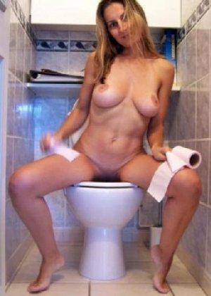 Девчонок подстерегли в туалете, сфотографировали и выложили в сеть - фото 54