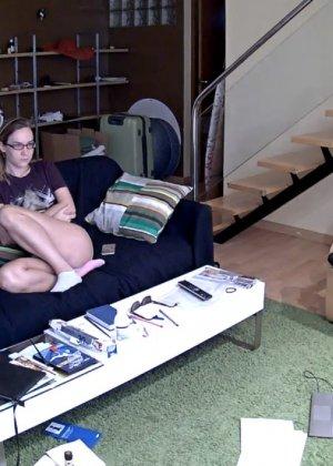 Скрытые камеры зафиксировали секс в неожиданных местах в квартире - фото 58