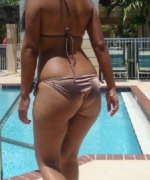 Латино-американка с огромной задницей любит показать ее везде - фото 48
