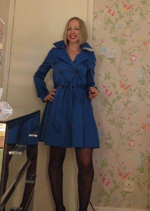 Шлюховатая жена примеряет на себя разные наряды для секс игр - фото 15