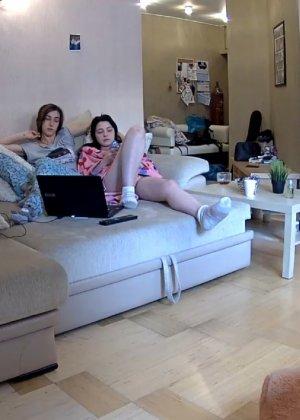 Скрытые камеры зафиксировали секс в неожиданных местах в квартире - фото 40