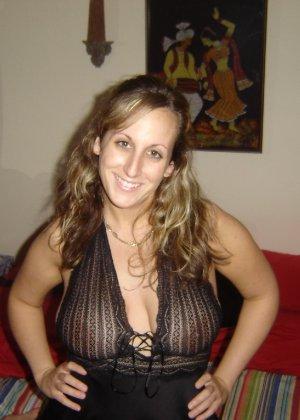 Аматорские домашние снимки раскованной куколки с большой грудью - фото 33