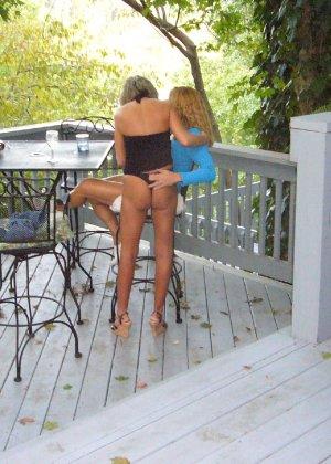 Подружки позабавились вдвое, а потом пригласили к себе мужчину - фото 1