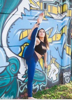 Порно фотки милой балерины, красавица сосет член своего парня с удовольствием - фото 7
