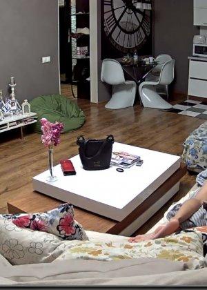 Скрытая камера в доме – прекрасные интимные кадры - фото 72
