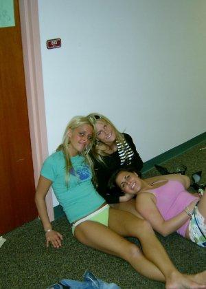 Осторожно! Эти милые девахи любят веселье и алкоголь, нередко показывает сиськи - фото 19