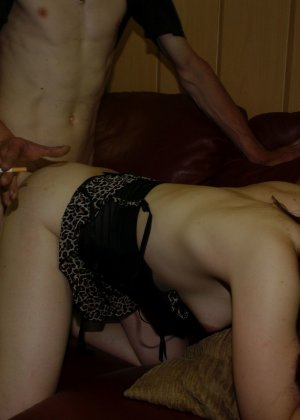 Шлюха Клаудия исполняет любой каприз нанявших ее мужиков - фото 12