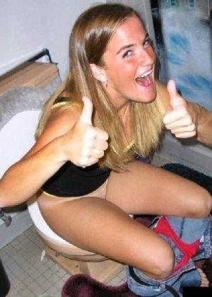 Девчонок подстерегли в туалете, сфотографировали и выложили в сеть - фото 33