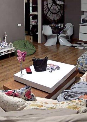 Скрытая камера в доме – прекрасные интимные кадры - фото 64