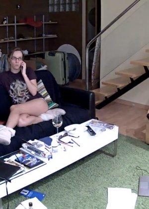 Скрытые камеры зафиксировали секс в неожиданных местах в квартире - фото 60