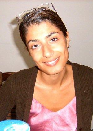 Арабская красотка не стесняется раздеться перед своим белым парнем - фото 41