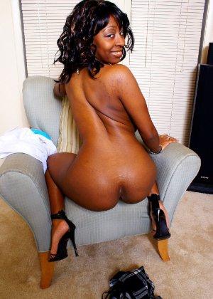 Шикарная негритянка Сабрина покажет свою большую и красивую задницу - фото 20