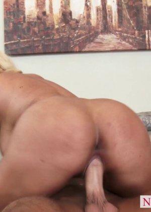 Секс блондинки с силиконовыми сиськами - фото 12