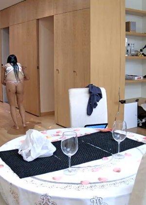 Скрытая камера в доме – прекрасные интимные кадры - фото 38