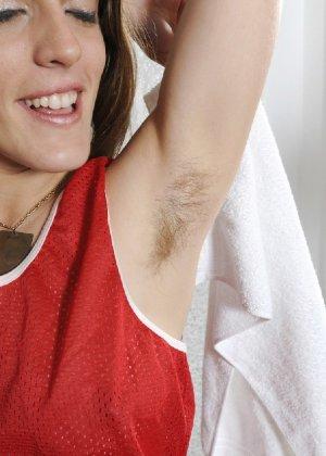 Волосатая Роза демонстрирует свои разработанные дырки крупным планом - фото 13