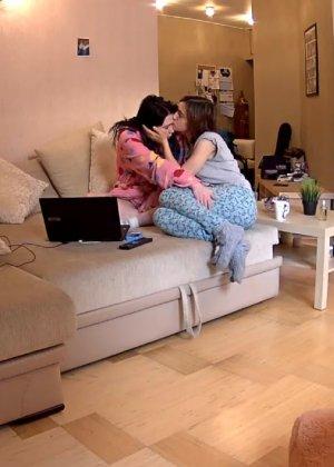 Скрытые камеры зафиксировали секс в неожиданных местах в квартире - фото 37