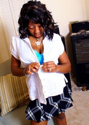 Шикарная негритянка Сабрина покажет свою большую и красивую задницу - фото 9