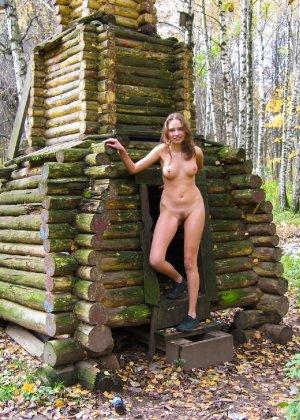 Русская девчонка Оля не стесняется голых фоток на улице - порно фото 61
