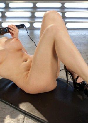 Наконец-то Кристи испытала оргазм - фото 15