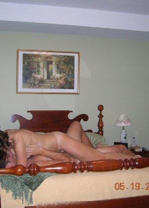 Парочка решила побаловать себя на праздники эротическими снимками - фото 43