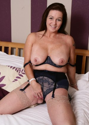 Зрелая британская женщина на все готова в постели - фото 4
