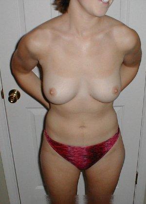 Парочка решила побаловать себя на праздники эротическими снимками - фото 25