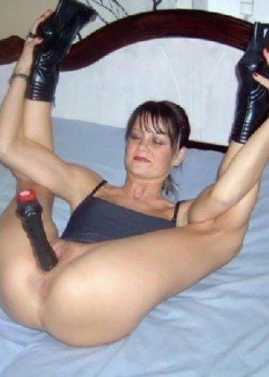 Гибкая шлюха Лиза балдеет от анала и секс игрушек - фото 11