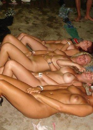 Осторожно! Эти милые девахи любят веселье и алкоголь, нередко показывает сиськи - фото 30
