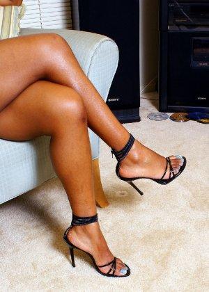 Шикарная негритянка Сабрина покажет свою большую и красивую задницу - фото 3