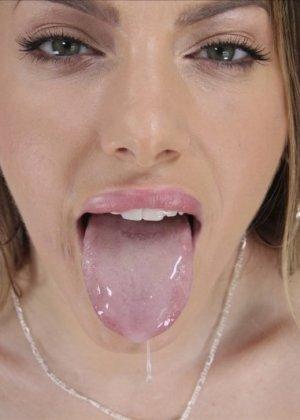 Негр с большим хуем кончает на язык девушке - фото 16