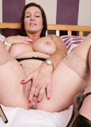 Зрелая британская женщина на все готова в постели - фото 22