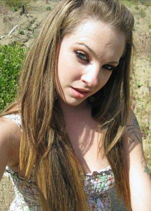Бесстыдная деваха Кимберли делает порно селфи своих прелестей - фото 2