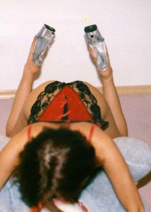 Девушка Лиза позирует в разных сексуальных нарядах - фото 16