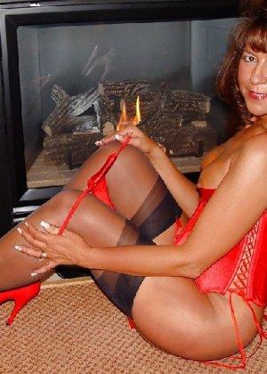 Шикарная женщина соблазняет в красном белье, а потом одевает платье - фото 13
