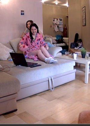 Скрытые камеры зафиксировали секс в неожиданных местах в квартире - фото 45