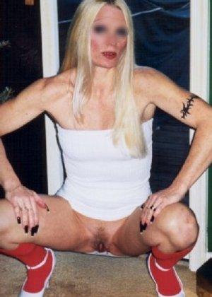 Блонда осталась одна дома и засветила свою киску в камеру - фото 6