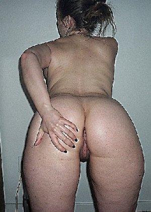 Домашние извращенки обмазались маслом и фотографируются на кровати - фото 20