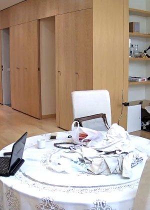Скрытая камера в доме – прекрасные интимные кадры - фото 2