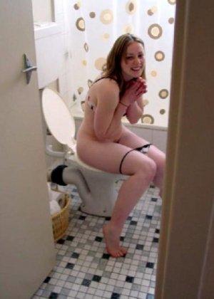 Девчонок подстерегли в туалете, сфотографировали и выложили в сеть - фото 17