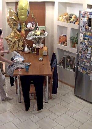 Скрытые камеры зафиксировали секс в неожиданных местах в квартире - фото 55