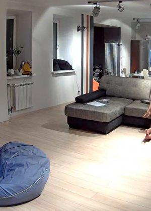 Скрытая камера в доме – прекрасные интимные кадры - фото 47