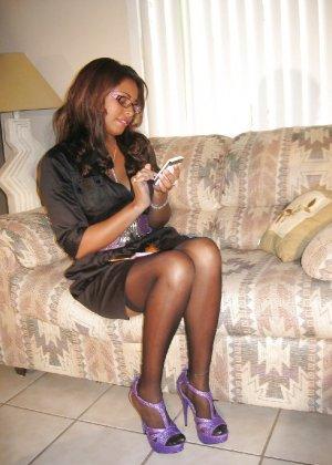 Прекрасная трахатебельная красавица играет распутную секретаршу - фото 4