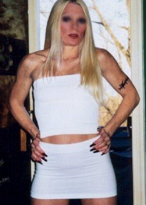 Блонда осталась одна дома и засветила свою киску в камеру - фото 5
