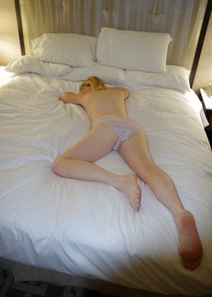 Множество фото женских задниц в одном месте - фото 27