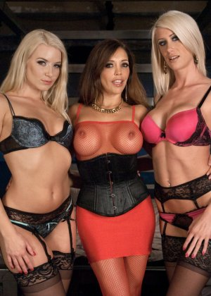 Anikka Albrite, Riley Jenner, Francesca Le - Галерея 3486150 - фото 7
