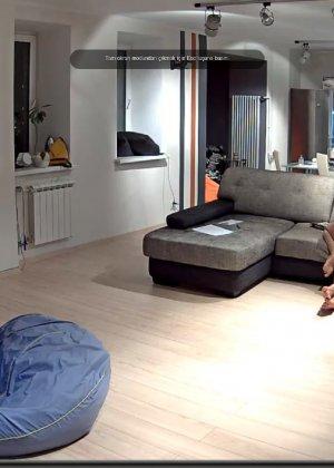 Скрытая камера в доме – прекрасные интимные кадры - фото 46