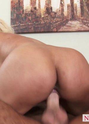 Секс блондинки с силиконовыми сиськами - фото 10
