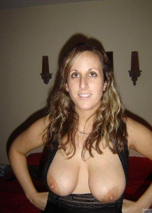 Аматорские домашние снимки раскованной куколки с большой грудью - фото 45