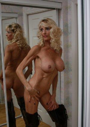 Худая блондинка в возрасте отлично выглядит - фото 2