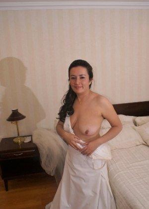 Невеста наконец-то сняла свое платье в спальни, под ним она была голая - фото 5